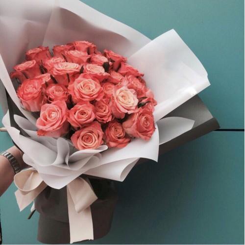 Купить на заказ Заказать Букет из 31 коралловой розы с доставкой по Уральску с доставкой в Уральске