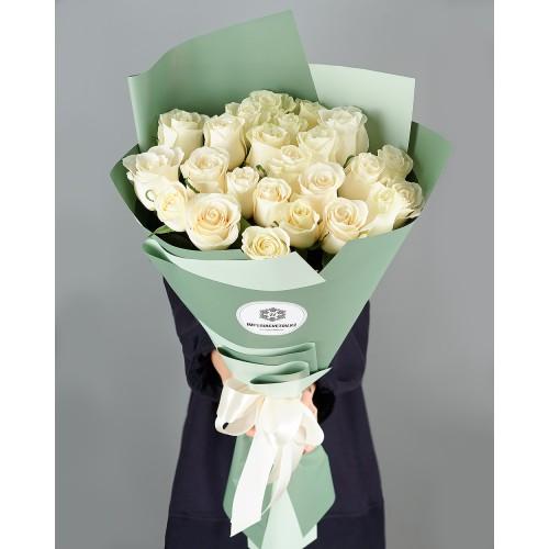 Купить на заказ Заказать Букет из 25 белых роз с доставкой по Уральску с доставкой в Уральске